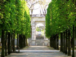 Élément de la façade du palais des Tuileries dans les jardins des Tuileries © Chiara Santini