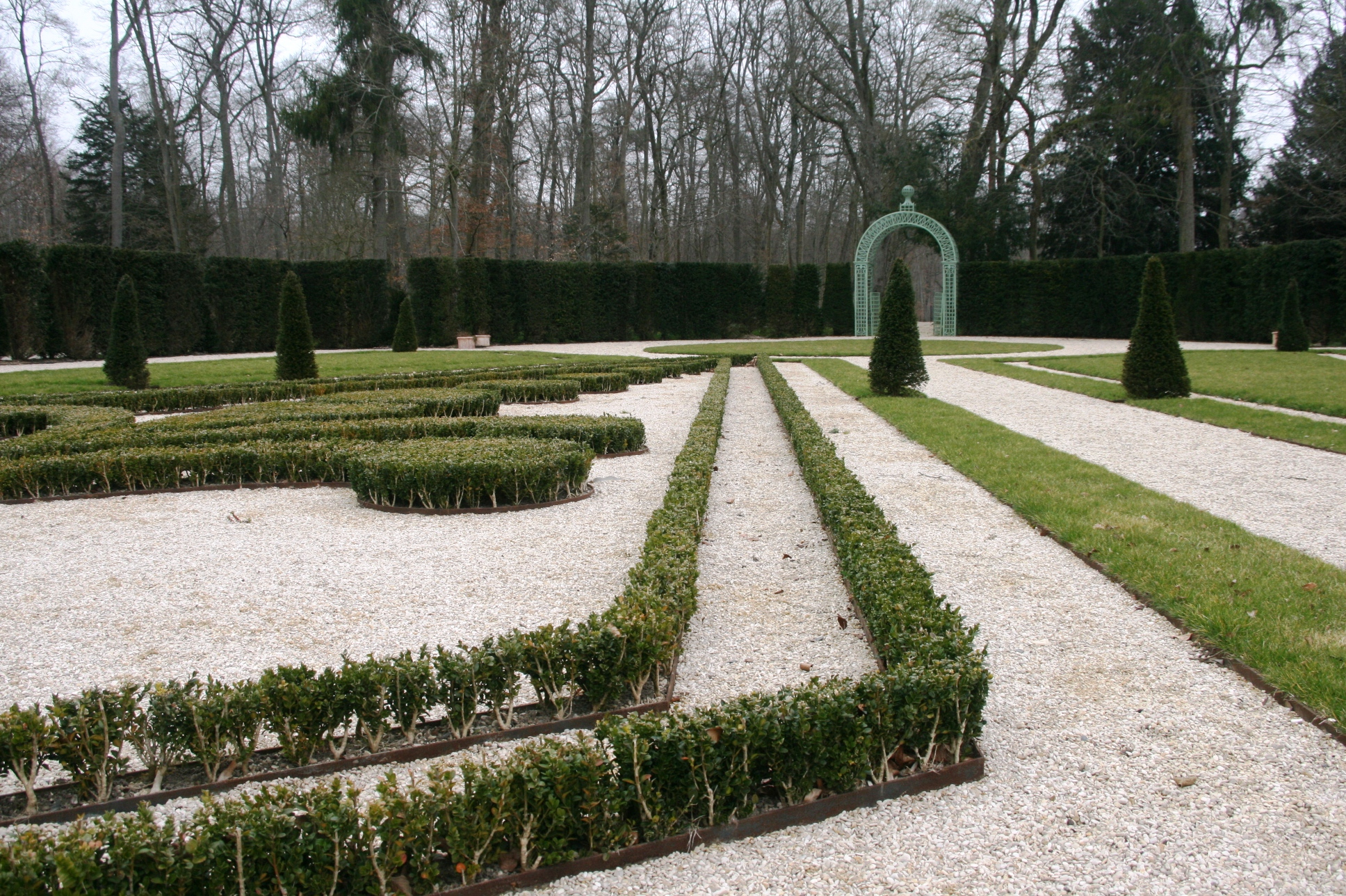 Jardin Classique À La Française un jardinier multicartes à chantilly - jardins de france