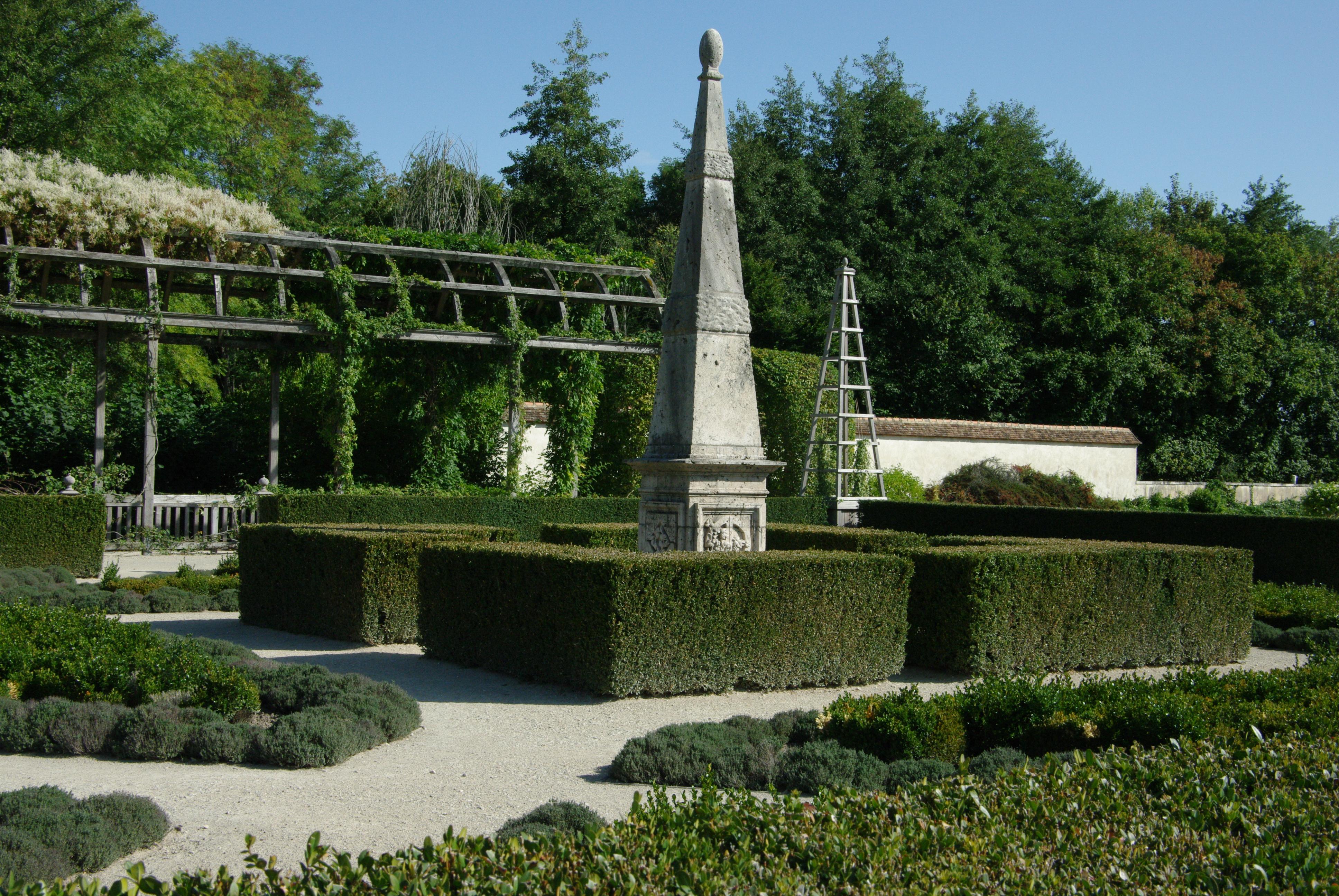 Tonnelles dans le parc du château de Chamerolles (Loiret) - © D. Lejeune