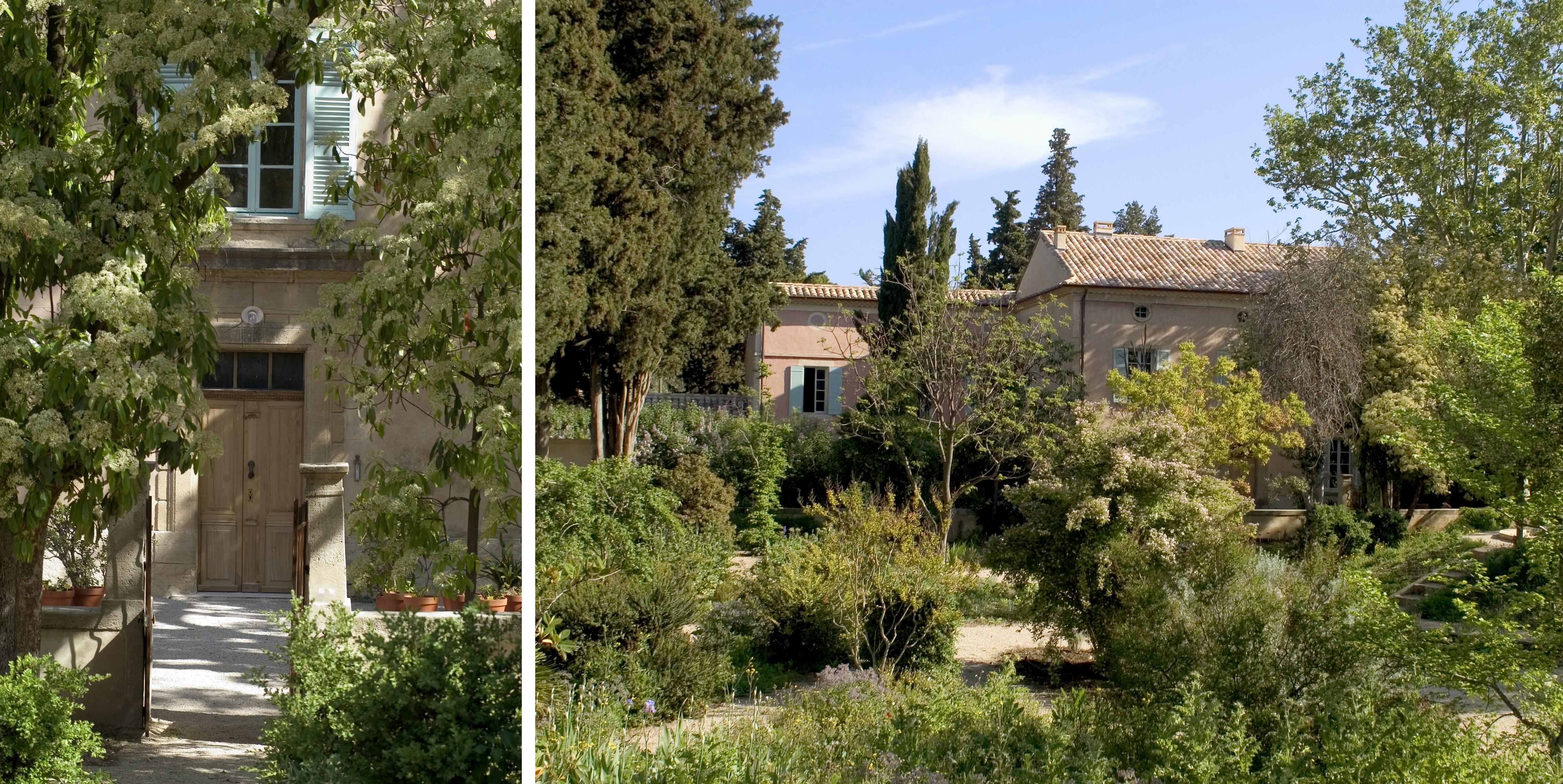 L'entrée du jardin de l'harmas - © A.M. Slézec (à gauche) La maison du jardin de l'harmas - © A.M. Slézec (à droite)