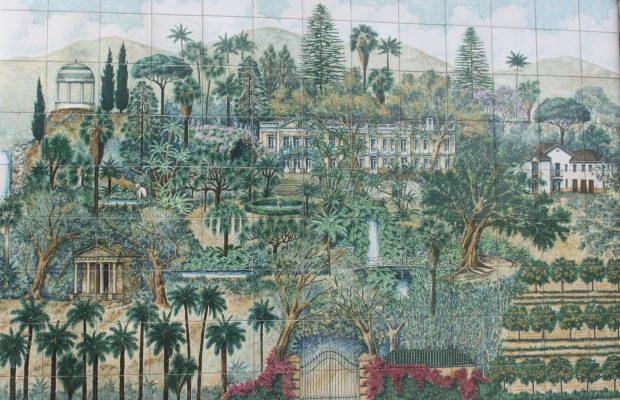 Céramique représentant le jardin historique et ses différentes parties, de la collection de palmiers, dans le bas du jardin, à la partie haute où se situe la forêt méditerranéenne - © J.-F. Coffin