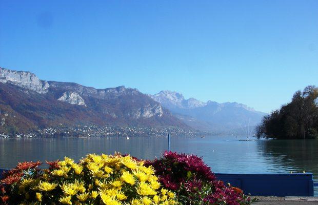 Parmi les labels attribués, celui des « Villes et villages fleuris ». Ici, la ville d'Annecy (Haute- Savoie) qui a obtenu la « Fleur d'or »