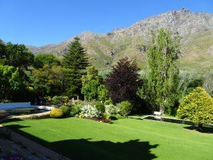 Un jardin dans un décor de montagne - © J.-F. Coffin