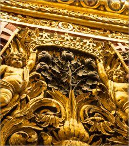 Médaillon représentant des fleurs fructifères de coton (cathédrale Saint-Jean de La Valette) - © D.R.
