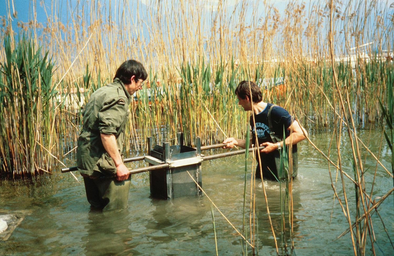 Prélèvement de sédiments à l'aide d'un carottier - © Jean-Paul Dubois, Inra